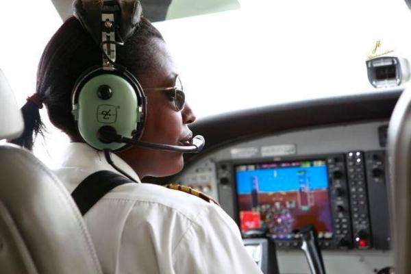 Boeing se ra mat may bay chi can 1 phi cong hinh anh 1