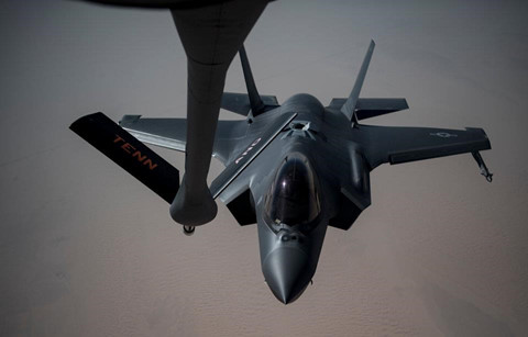 Can canh dan B-52, F-35 cua My quan thao Vung Vinh nan gan Iran hinh anh 5